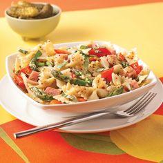 Salade tiède de farfalles au jambon, tomates séchées et asperges - Recettes - Cuisine et nutrition - Pratico Pratique