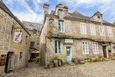 Viaje a Bretaña francesa - Locronan Beaux Villages, Mansions, House Styles, Anna, Lost, French, Bretagne, France Travel, Stone Houses