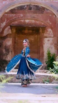 Party Wear Indian Dresses, Designer Party Wear Dresses, Indian Bridal Outfits, Indian Bridal Fashion, Indian Fashion Dresses, Indian Designer Outfits, Latest Dress Design, Fancy Dress Design, Embroidery Suits Punjabi