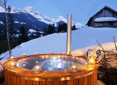 Hot Tub im Freien im Chaleturlaub im Salzburger Land genießen // Relax in the hot tub during your chalet holidays in the Salzburger Land region Outside Living, Outdoor Living, Outdoor Decor, Beautiful Hotels, Beautiful Places, Exterior Design, Interior And Exterior, Tubs For Sale, Spa Breaks