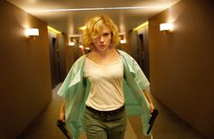 In 'Lucy,' Scarlett Johansson Transforms Into a Superwoman - NYTimes.com