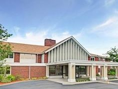 Seekonk (MA) Johnson And Wales Inn Hotel United States, North America Stop at Johnson And Wales Inn Hotel to discover the wonders of Seekonk (MA). The hotel offers a wide range of amenities and perks to ensure you have a great time. To be found at the hotel are car park, meeting facilities, airport transfer, restaurant. Internet access – LAN, ironing facilities, coffee/tea maker, satellite/cable TV can be found in each guestroom. The hotel's peaceful atmosphere extends to its ...