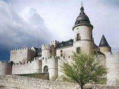 Castillo de Simancas - Valladolid. Enrique Gil le dedica un artículo de viajes