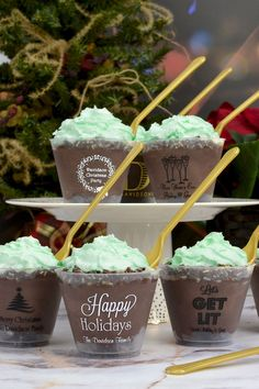 Christmas Dessert Cups - Shatterproof, dishwasher safe, 9 oz plastic cups custom printed with choice of holiday design and family name or festive message have a contemporary elegance to add character to your Christmas or New Year's Eve party. Christmas Party Themes, Holiday Parties, Xmas Party, Christmas Tea, Nordic Christmas, Christmas 2017, Dessert Cups, Party Cups, Chocolate