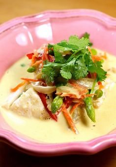 """Thai green cod curry - bounette - - Curry vert de cabillaud Thaïlandais Today, I offer you a recipe of a dish with Thai flavors, it is a fish curry. """"Normally"""", this type of dish is made with yellow curry, but as I already have two … Shellfish Recipes, Seafood Recipes, Coco Curry, Curry Vert, Healthy Dinner Recipes, Cooking Recipes, Appetiser Recipes, Hot And Sour Soup, Asian Recipes"""