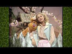 """Sunshine On My Shoulders"" ~ Cheryl Ladd ~ Muppet Show - YouTube"