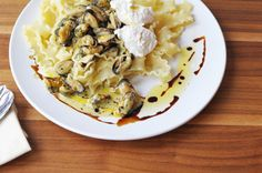 Creamy Pasta with Clams & Capers Sauce Topped with Ricotta | esskunst nutrition coaching - #foodie #foodporn #recipe #cooking #recipes #MyBSisBoss