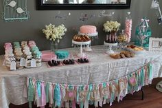 Unique and Chic Creations: Vintage Shabby Chic Birthday Party - LOVE these ideas Más Shabby Chic Lounge, Shabby Chic Stil, Shabby Chic Baby Shower, Shabby Chic Birthday Party Ideas, Vintage Birthday, Vintage Party, Birthday Ideas, Twins 1st Birthdays, Festa Party