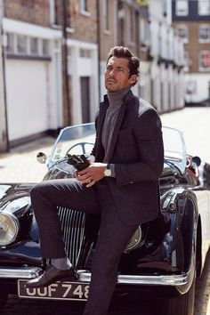 Learn these 10 male model poses from male supermodels David Gandy and Sean O'Pry. Here's your official guide on how to pose like a male model in photos. David Gandy Style, David James Gandy, Golf Fashion, Mens Fashion, Moda Formal, Style Masculin, Cooler Look, Gentleman Style, Mode Outfits