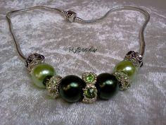 Hochwertige Elemento Schlangenkette mit Clipverschluss  mit wunderschönen Strass-Beads und Acrylperlen in grün-silber    Die Beads am Ende sind origin