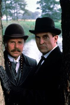 Sherlock Holmes (Jeremy Brett) and Dr. Watson (Edward Hardwicke) Are for me the second best Holmes and Best ever Watson. The chemistry these two had was charismatic. I wish they were both still making Sherlock together. Sherlock Bbc, Jeremy Brett Sherlock Holmes, Adventures Of Sherlock Holmes, Martin Freeman, Benedict Cumberbatch, Granada, Holmes Movie, Famous Detectives, Dr Watson
