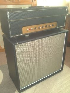 Plexi panel on the head, Marshall salt n pepper weave cloth on the cab. Tolex is from Marshall, carbon fibre weave