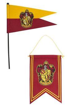 Gryffindor Banner & Pennant - Effekter - Outland Cumpleaños Harry Potter, Outlander, Halloween Decorations, Best Gifts, Bedroom Decor, Banner, Dream Bedroom, Diy, Hogwarts Houses