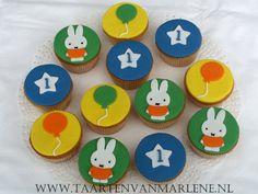 cupcakes nijntje - Google zoeken 1st Birthday Girls, Birthday Parties, Birthday Cake, Cupcake Fondant, Cupcakes, Miffy, Cake Smash, Cookie Decorating, First Birthdays