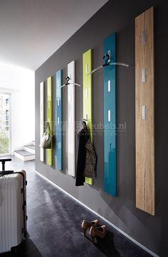 Kapstokpaneel BrendaAfmetingen:Breedte: 15 cmHoogte: 170 cmDiepte: 3 cmVerkrijgbaar in de kleur: 8 Hoogglans kleuren- Verkrijgbaar in 8 kleuren- 3x uitklapbaar jashaken- ABS-beschermranden- Duits kwaliteitMateriaal: MDF hout + Metaal