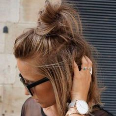 Messy Top Knot Hairstyle for Short Hair - Easy updo for Short Hair #shorthairstyles #shorthair #updos #updohairstyles #hairupdos #shorthairdontcare