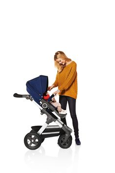Stokke Trailz Stroller – the versatile All Terrain stroller from Stokke! Grows with baby from newborn to 45 pounds, has large, air-filled tires and an over-sized waterproof shopping basket. Seat can be parent-facing or outward-facing too!