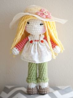 Crochet doll with her little straw hat. :)  Instagram: linamariedolls