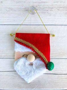 Crea lindos adornos para decorar tu casa en la época más bella del año con estos increíbles moldes. Es muy sencillo, sólo debes descargar el molde que elijas e imprimirlo, trazar las partes en fieltro y cortarlas. Si la figura requiere cortar doble,asegura con un alfiler. Luego, cose por toda la orilla inferior con una … Felt Christmas Decorations, Felt Christmas Ornaments, Diy Christmas Tree, Christmas Makes, Christmas Stockings, Holiday Decor, Felt Crafts, Christmas Crafts, Christmas Tree Costume