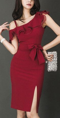 fashion dresses Here is a beautiful dressy red ruffled tight midi eveningdress asymmetric with thigh split for elegant ladies and classy women. Pretty Dresses, Women's Dresses, Dress Outfits, Evening Dresses, Casual Dresses, Short Dresses, Fashion Outfits, Ladies Dresses, Red Midi Dress