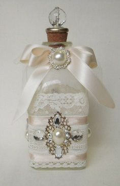 Elegante y fácil, con cinta de mantequilla, encajes y piedras para decorar