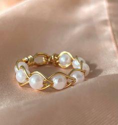Diy Wire Jewelry Rings, Wire Jewelry Designs, Bead Jewellery, Cute Jewelry, Beaded Jewelry, Jewelery, Jewelry Accessories, Diy Beaded Rings, Diy Rings