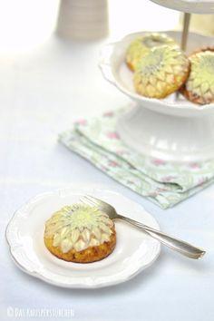Raffaello in Kuchenform: Glutenfreie Kokos-Häppchen - glutenfree coconut cake | Das Knusperstübchen