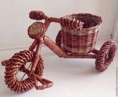 Купить или заказать Кашпо из бумажной лозы 'Велосипед' в интернет-магазине на Ярмарке Мастеров. Нестандартный подход к оформлению интерьера. Плетеный велосипед украсит любую комнату и станет отличным подарком для ваших близких и любимых. Изделие прочное и легкое. Материалы, используемые при изготовлении плетеных изделий на водной основе, экологически безопасны. Для скручивания бумажных трубочек берется чистая бумага без типографской краски. Срок изготовления: Готовая, или по же…