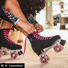 I love these simple black skates Roller Derby, Best Roller Skates, Roller Skate Shoes, Roller Disco, Roller Skating Party, Skate Party, E Quad, Sporty Girls, Skater Girls