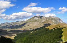 https://flic.kr/p/y18hNw | ...Sibillini, il monte Vettore padroneggia...