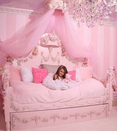 Pink bedroom! Wish I had this when I was little