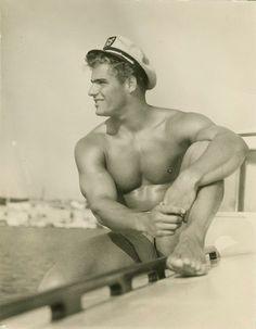 pin up male vintage Marin Vintage, Vintage Men, Charles Bronson, Jennifer Jones, Mae West, Yayoi Kusama, Athletic Models, Pin Up, Vintage Sailor