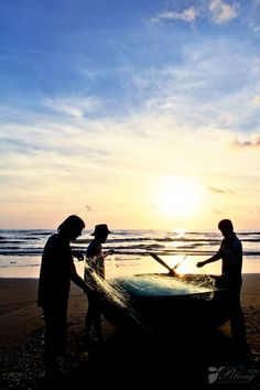 Morning on Hoi An beach Please like, share, repin or follow us on Pinterest to have more interesting things. Thanks. http://hoianfoodtour.com/