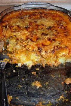 Zutaten: 1 kg Kartoffeln 500 g Gehacktes (halb & halb) 1 Zwiebel 1 kleine (dünne) Lauchstange (Porree) 1/4 l Fleisch- oder Gemüsebrühe 1/4...