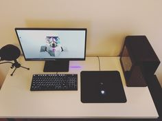 Minimal mITX gaming and editing setup. Hadron Air, Finalmouse, CM Storm TK…