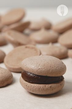 An easy-peasy chocolate meringue recipe turns into... MACARONS 😱😍😋 Chocolate Ganache Filling, Chocolate Meringue, Best Frosting Recipe, Frosting Recipes, Macaron Template, Easy S, Tray Bakes, Macarons, Cravings