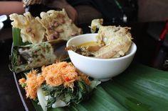 Nasi Bakar, Urap urap, Rempeyek kacang dan Ayam Lodho (Indonesian traditional food)