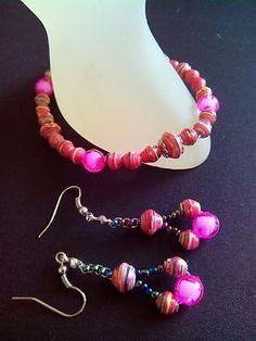 Paper bead bracelet and earring set Paper Bead Jewelry, Paper Beads, Beaded Jewelry, Beaded Bracelets, Earring Set, Creative, Pearl Jewelry, Pearl Bracelets, Bead Jewelry