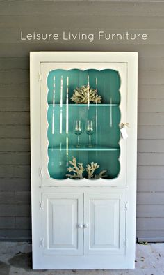leisure living: Farmhouse Corner Cabinet -- LOVE, LOVE, LOVE -- I& put lime green on the inside as my walls would be blue. Corner Hutch, Corner Cupboard, Kitchen Corner, Corner Cabinets, Cupboards, Corner Closet, Room Corner, China Cabinets, Living Furniture