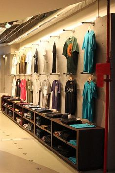 shirt boxes Boutique Interior, Clothing Store Interior, Clothing Store Displays, Clothing Store Design, Clothing Racks, Shop Interior Design, Clothing Items, Wall Mounted Clothing Rack, Vitrine Design