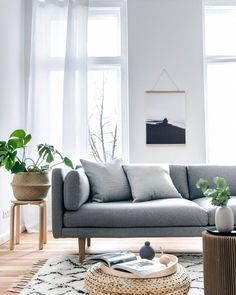 A beautiful living room with an amzing choice of furniture and a simple but effective colour scheme. - Decoration For Home Home Living Room, Interior Design Living Room, Living Room Designs, Living Room Decor, Ikea Living Room Furniture, Dining Room, Espace Design, Living Comedor, Beach House Decor