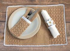 """Zu einem schön gedeckten Tisch gehört nicht nur blitzendes Geschirr, sondern auch ein Scheffelchen voll Liebe zum Detail. Mit dem """"Platzset Mandelino"""" bringst du einen individuellen Schliff auf deine Tafel und machst sie zu einem mit Herz und Liebe"""