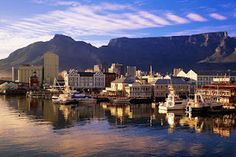 Cape Town is the second most populous city which is great to visit. Cape Town possesses a spectacular view of Table Mountain and beautiful Bloubergstrand Beach. Oh The Places You'll Go, Places To Travel, Travel Destinations, Places To Visit, Travel Things, Paises Da Africa, V&a Waterfront, Skier, Equador