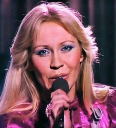 Carol Vorderman, First Crush, Mamma Mia, Debut Album, Pop Music, Pop Group, Music Artists, Acrylic Nails, Beautiful Pictures