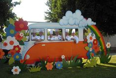 Several hippie van props for photo booth ops. Fiesta Flower Power, Flower Power Party, Hippie Birthday, Hippie Party, Decade Party, Retro Party, Hawaiian Party Decorations, School Decorations, Christmas Photo Booth