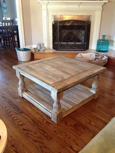 diy easy coffee table to decorate you home ⋆ Main Dekor Network Coffee Table Made From Pallets, Cool Coffee Tables, Coffee Table Design, Easy Coffee, Coffe Table, Diy Pallet Projects, Furniture Projects, Pallet Ideas, Unique Home Decor