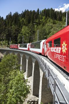 A ride through the Swiss Alps between Sankt Moritz and Zermatt. The scenery is breath taking on this trip! Train Tour, By Train, Train Tracks, Train Tickets, Glacier Express, Places Around The World, Around The Worlds, U Bahn Station, Viajes