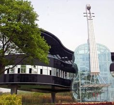 World's Most Bizarre Buildings  The Piano House    The Piano house in China was designed as a tourist attraction and is a blend of music and art.  The violin is the entrance.