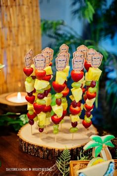 For Luau Theme: Fabulous Ideas via Kara's Party Ideas- party food idea. Festa com a temática de Luau