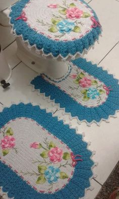 This post was discovered by Le Crochet Bolero Pattern, Crochet Mat, Granny Square Crochet Pattern, Crochet Flower Patterns, Crochet Gifts, Crochet Designs, Crochet Doilies, Crochet Flowers, Crochet Home Decor